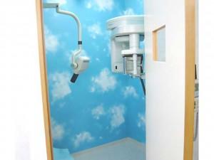 【レントゲン質】 明るいイメージのレントゲン室です。